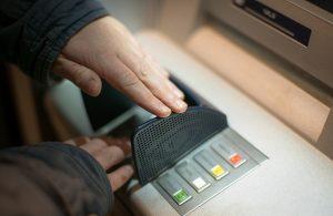 PIN am Geldautomat eingeben