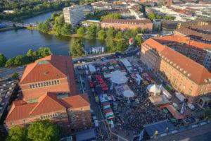 Internationaler Markt auf dem Kieler Rathausplatz