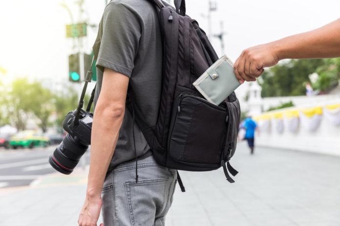 Diebstahl von Portemonnaie aus Rucksack